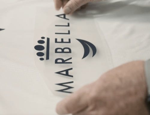 El Marbella FC pone a la venta 450 camisetas para recaudar dinero para Cáritas